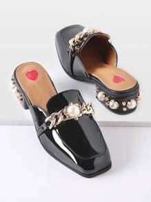 Chinelas estilo mocasín de tacón grueso con perla de imitación - negro