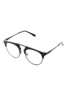 Gafas de sol con marco negro y lentes transparentes