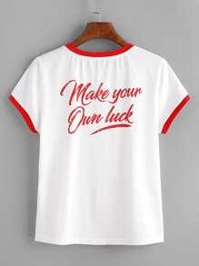 Camiseta con estampado y ribete en contraste