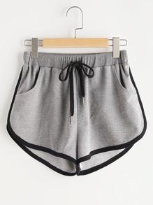 Shorts contraste de cintura con cordón