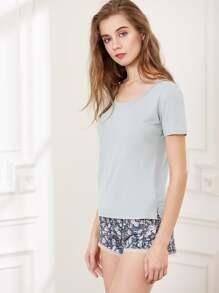 Conjunto camiseta y shorts con estampado de flor