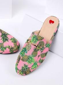 Pantoufles plates à imprimé rose d'ananas