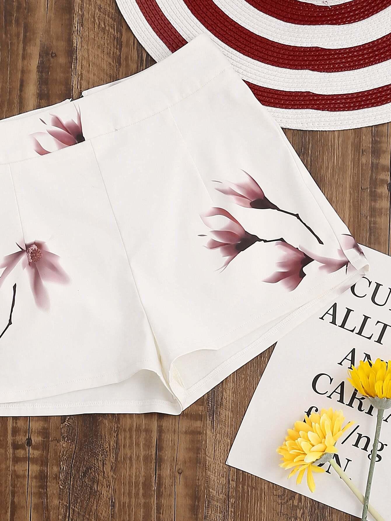 Фото Flower Print Zip Back Shorts. Купить с доставкой