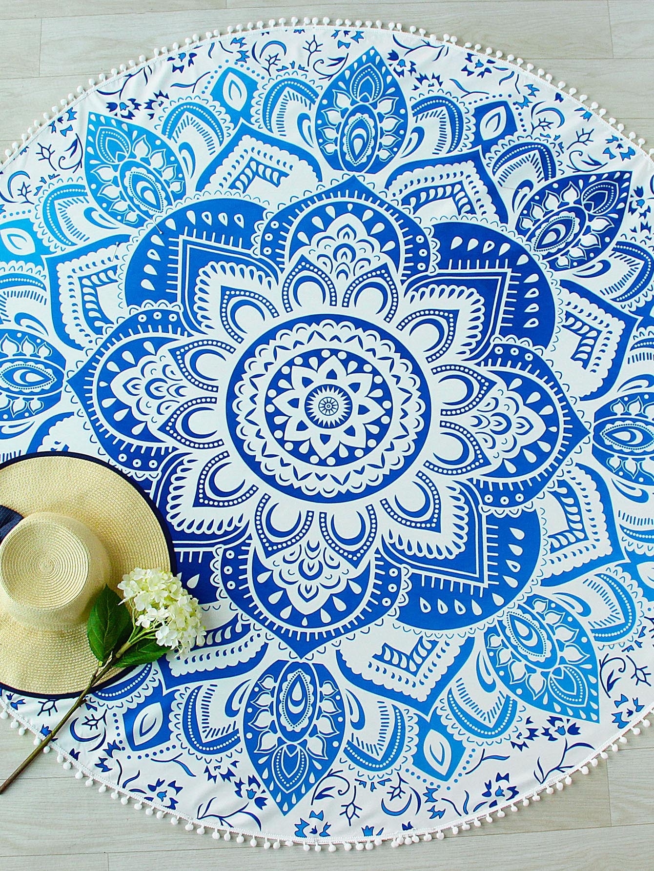 Фото Lotus Print Pom Pom Trim Round Beach Blanket. Купить с доставкой