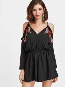 Combinaisons épaules dénudées noir découpé avec des plis et des appliques et un lacet