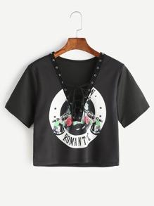 Camiseta corta con estampado cuello en V y cordones - negro