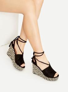 Sandales à talons compensés en dentelle noire