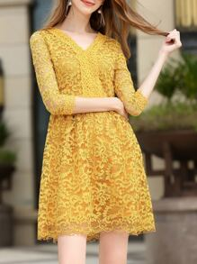 Vestido línea A escote V de encaje-amarillo