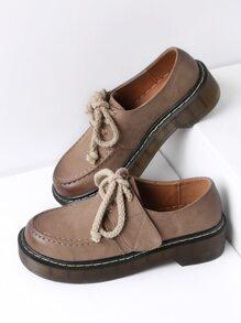 Chaussures à lacets avec velcro