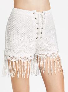 Shorts con cordones bajo con flecos de croché - blanco