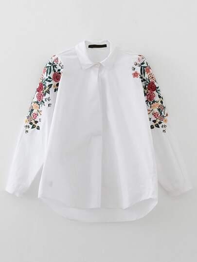 Weiße Bluse mit Blumenstickereien