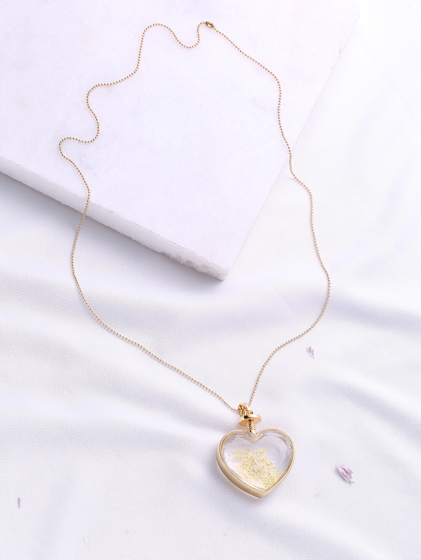 Heart Pendant Gold Chain Necklace heart of gold