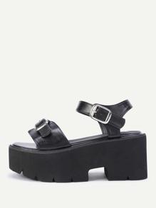 Sandales à talons à boucle