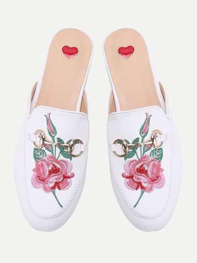Sandales brodé à fleurs blanches