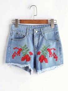 Shorts con bordado en denim