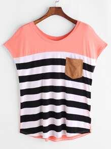 T-Shirt mit Streifen und Tasche vorn