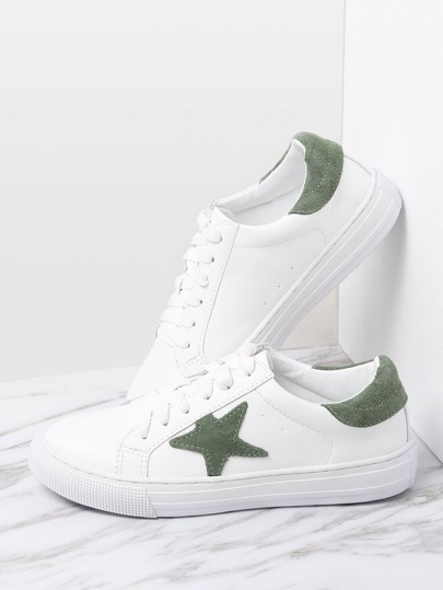 Zapatillas con estampado de estrella en contraste con cordones
