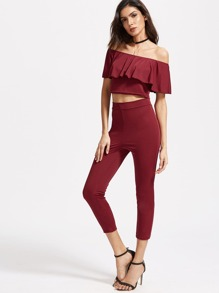 Burgundy Off The Shoulder Ruffle Trim Top avec des pantalons