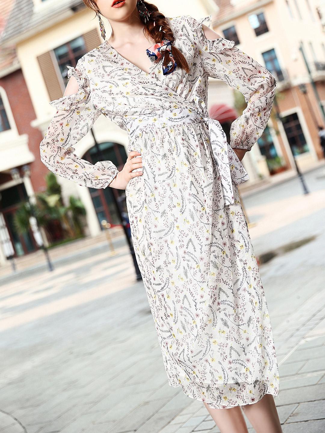 Фото White V Neck Open Shoulder Floral Dress. Купить с доставкой