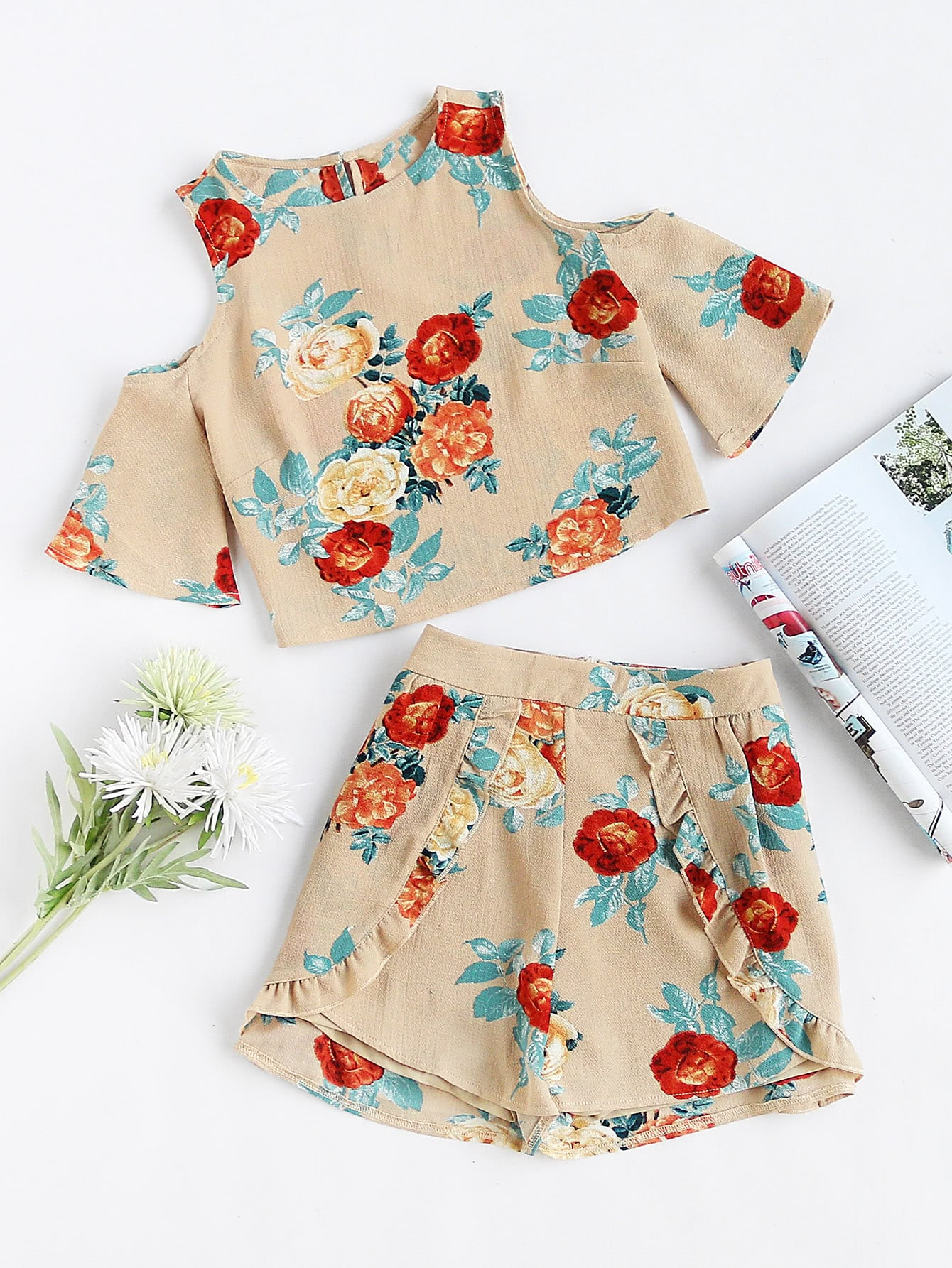 Фото Open Shoulder Floral Top With Ruffle Trim Wrap Shorts. Купить с доставкой