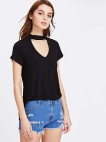 T-shirt con scollo profondo con collarino
