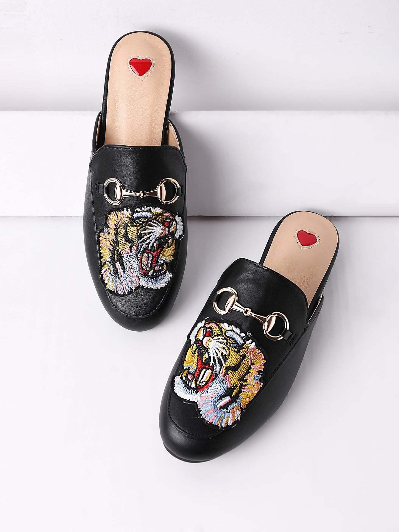 Фото Tiger Embroidery Metal Detail Flat Mules. Купить с доставкой