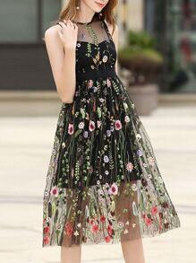 Vestido fino de gasa bordado de flores