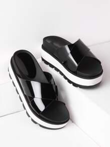 Sandalias de cuero con tiras cruzadas