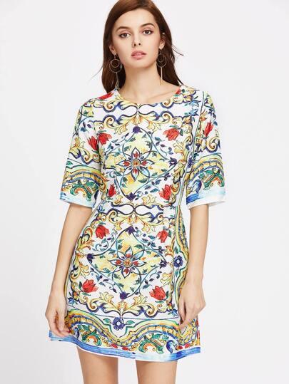 Vestido de mangas al codo con estampado de flor en línea A