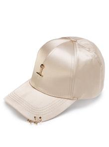 Cappellino con dettaglio di metallo