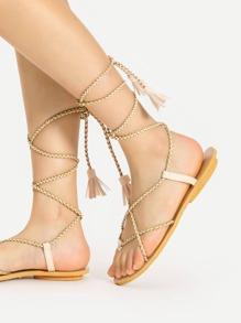 Sandales à fond plat tissé avec des franges et lacets