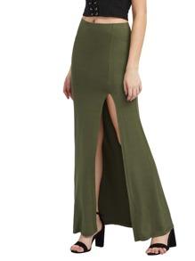Falda larga con abertura lateral alta