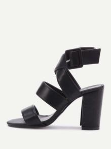 Chaussures à talons hauts en PU croisés avec des boucles métalliques