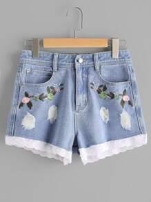 Shorts brodés des fleurs en dentelle festonné en denim