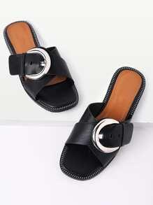 Sandalias con diseño de hebilla cruzada