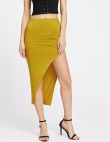 Falda asimétrica con cintura elástica de fruncido en la parte lateral
