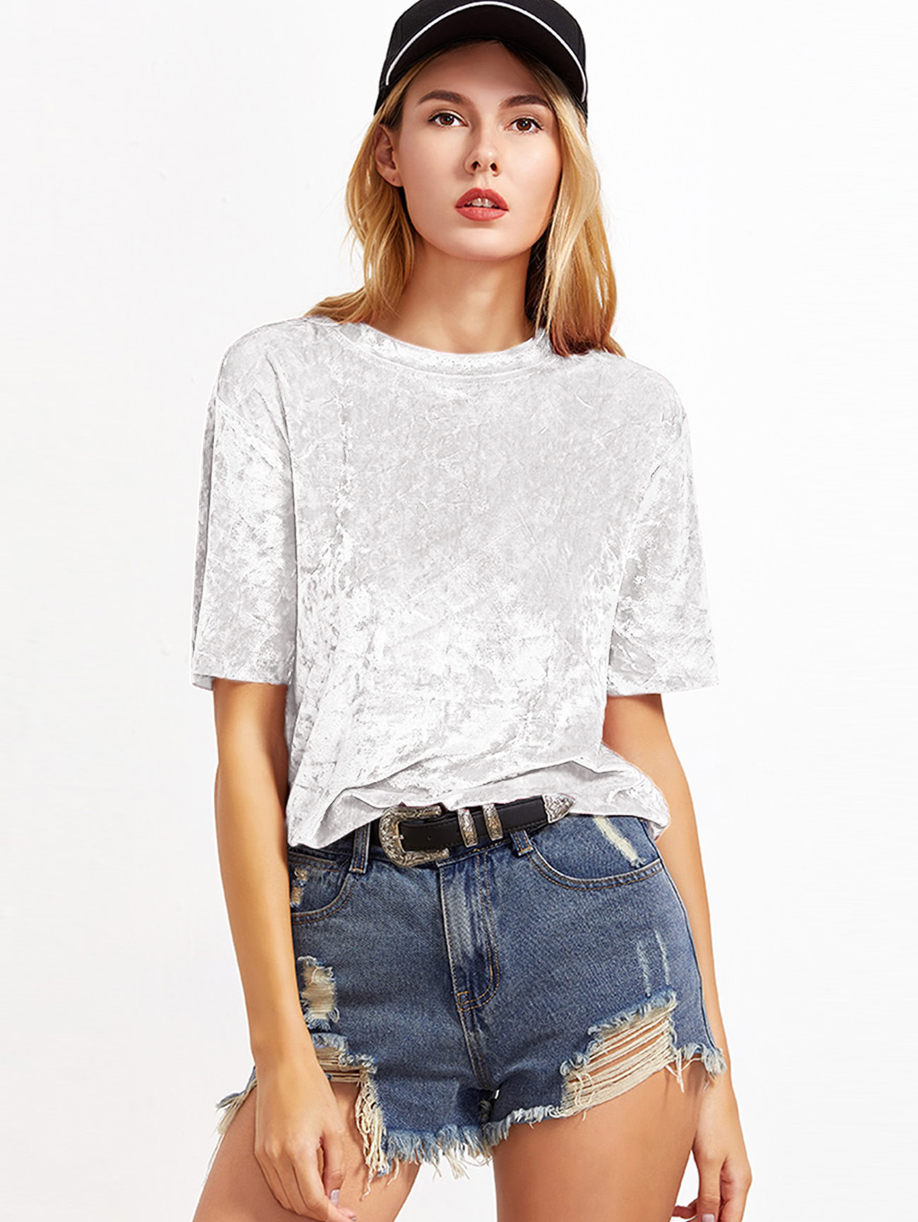 Белая бархатная футболка