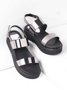 Sandalias con plataforma de cuero sintético metálico con detalle de tachuelas