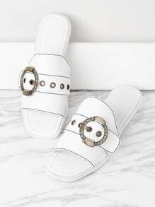Sandales métallique avec l'agrafe de courroie et des trous