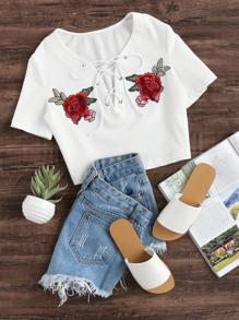 T-shirt in maglia a coste con laccetti