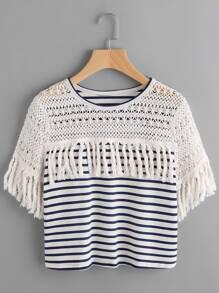 Camiseta a rayas con hombro de croché y flecos - azul marino y blanco