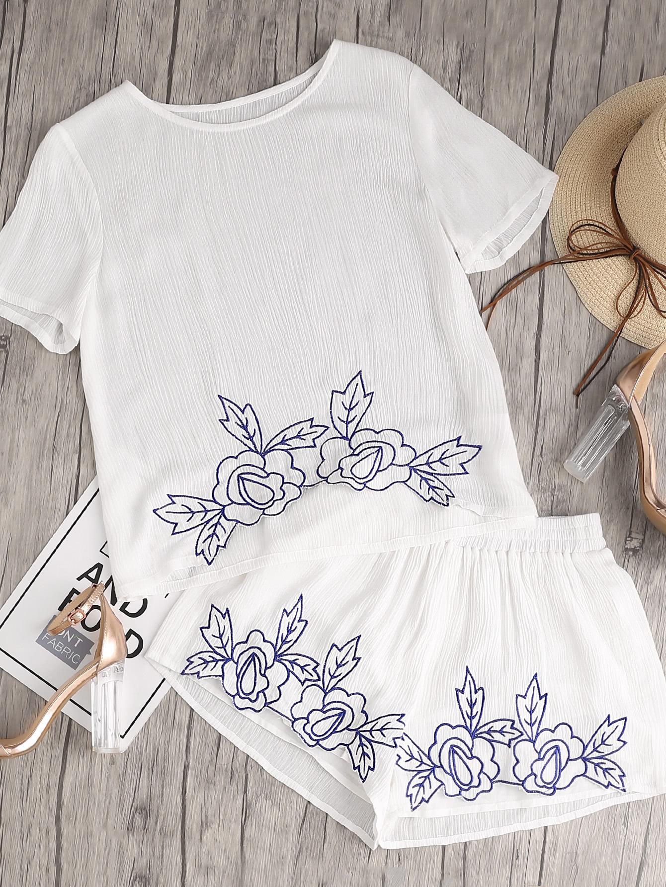 Фото Flower Embroidered Crinkle Top And Shirred Waist Shorts Co-Ord. Купить с доставкой