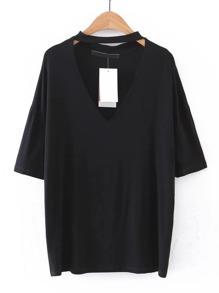 T-Shirt mit v-Ausschnitt und sehr tief angesetzter Schulterpartie
