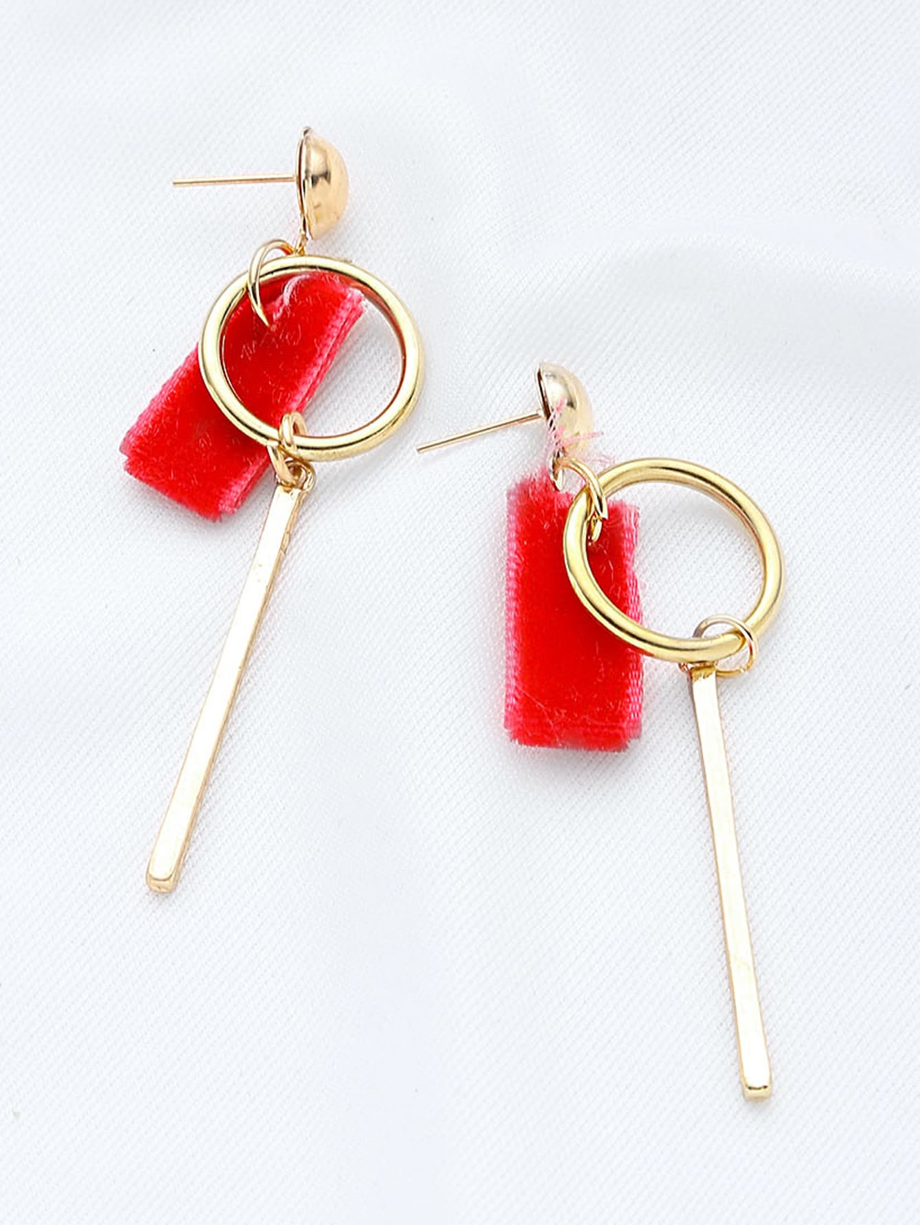 Фото Key Shaped With Red Velvet Earrings. Купить с доставкой