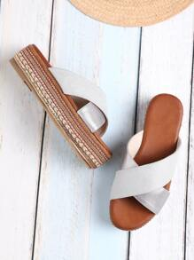 Sandales à fond plat avec perles en strass