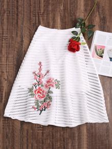 Falda con bordado de flor de rayas de malla - blanco