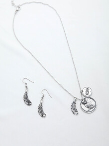 Leaf And Owl Pendant Necklace With Earrings
