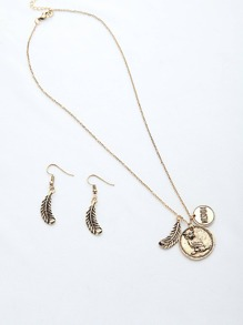 Leaf Shaped Pendant Necklace With Earrings