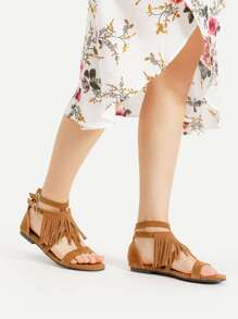 Sandalias con doble hebillas con diseño de fleco