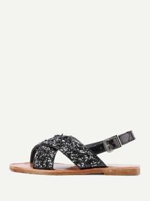 Sandalias planas con adornos de piedra con correa cruzada
